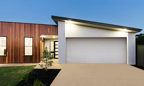 Modern looking flat roof house with s;anted flat roof garage